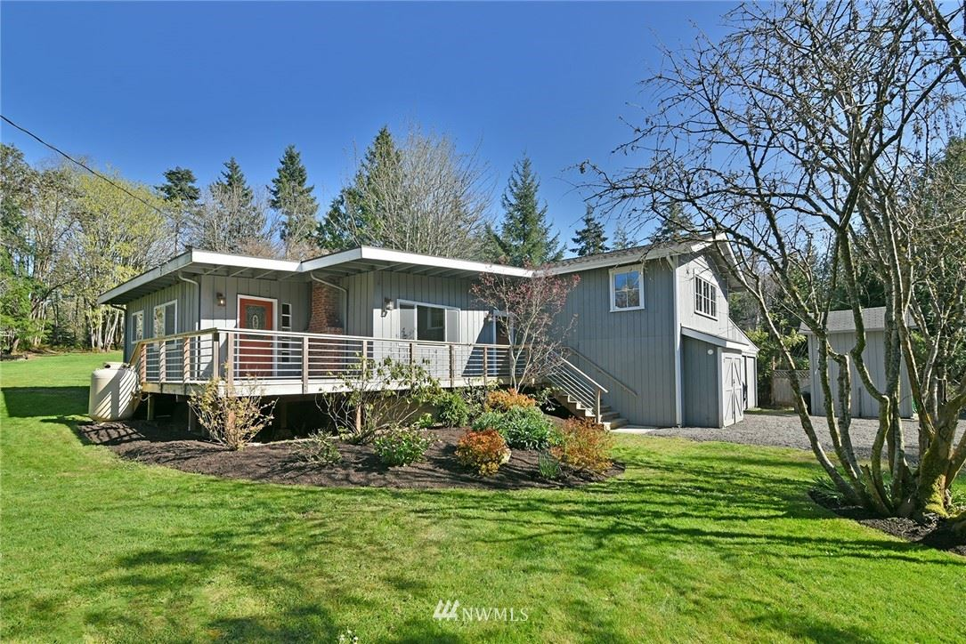 Photo of 4410 Taylor Avenue NE, Bainbridge Island, WA 98110 (MLS # 1759918)