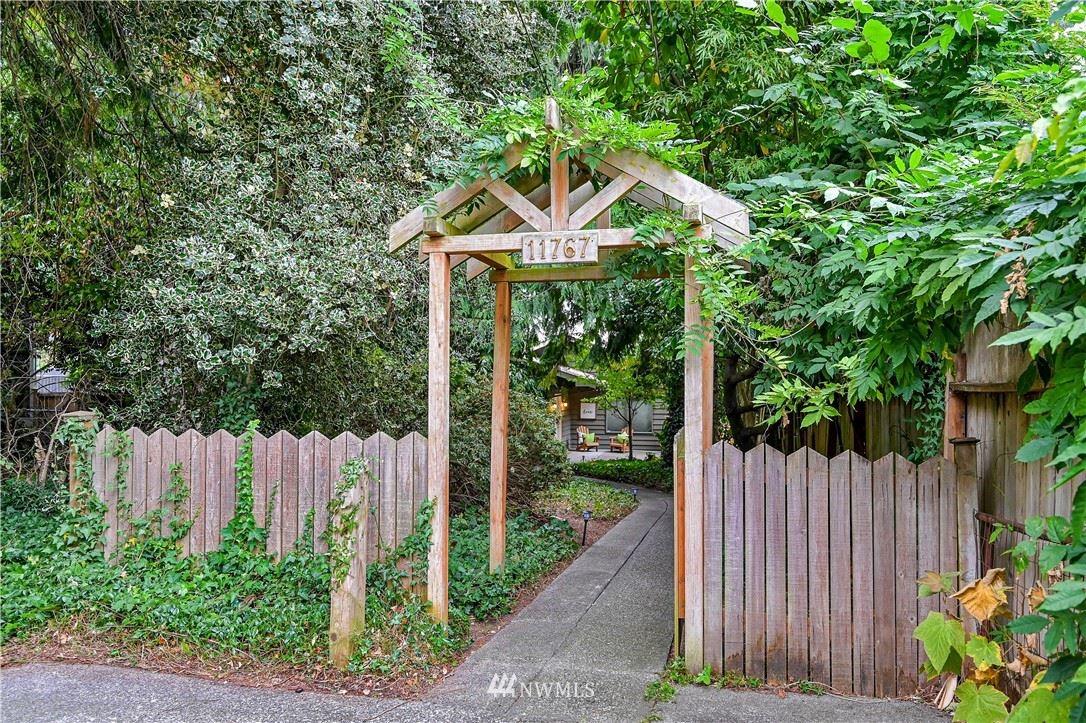 11767 Sand Point Way NE, Seattle, WA 98125 - #: 1831918