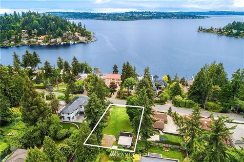 Photo of 9552 Lake Washington Boulevard NE, Bellevue, WA 98004 (MLS # 1785925)