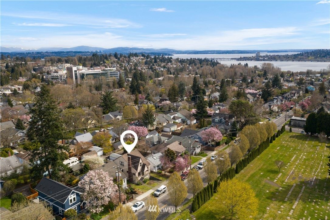 Photo of 5032 35th Avenue NE, Seattle, WA 98105 (MLS # 1753928)