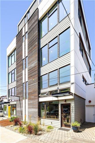 Photo of 4304 SW Walker Street, Seattle, WA 98116 (MLS # 1797931)