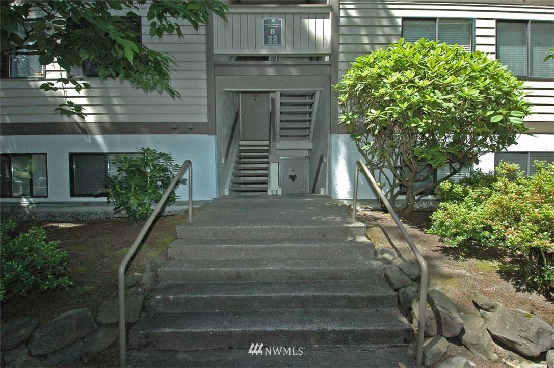 Photo of 220 NE Dogwood Street #B102, Issaquah, WA 98027 (MLS # 1793932)