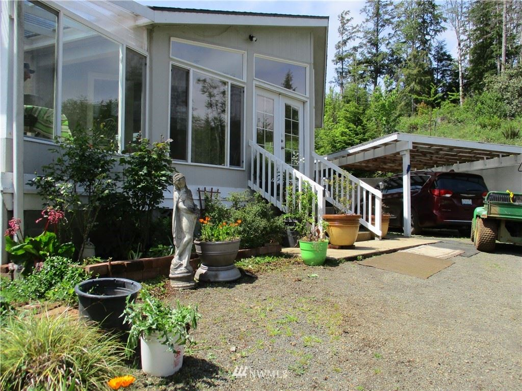 Photo of 49 N Nemah Road E, South Bend, WA 98586 (MLS # 1606933)
