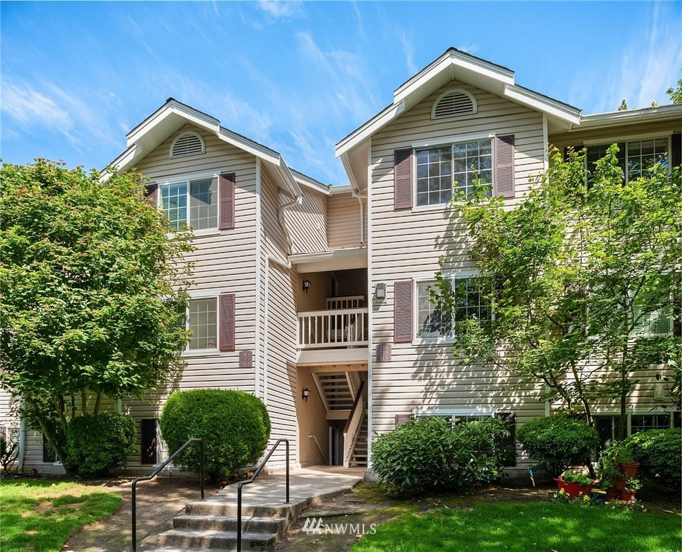 Photo of 19230 Forest Park Drive NE #D114, Lake Forest Park, WA 98155 (MLS # 1791956)