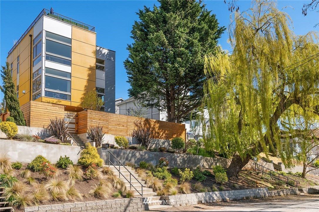 Photo of 4020 37th Avenue S, Seattle, WA 98118 (MLS # 1757961)