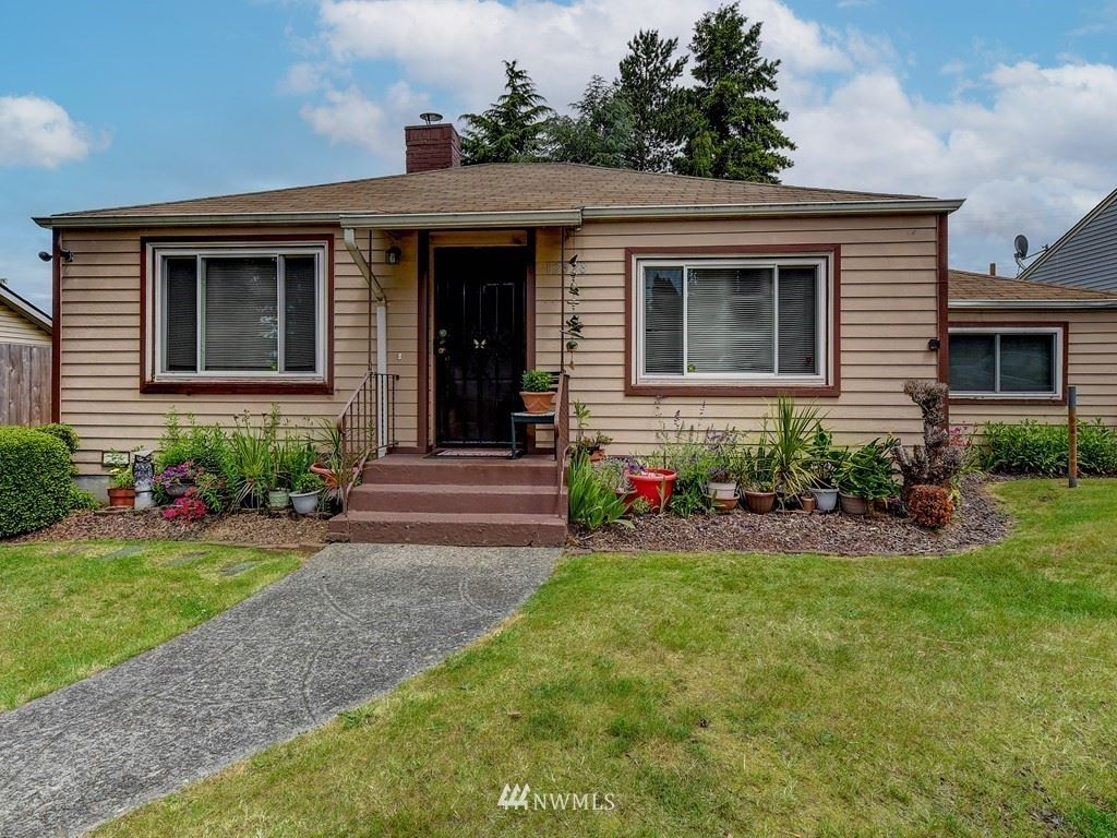 Photo of 12628 74th pl Place S, Seattle, WA 98178 (MLS # 1788966)