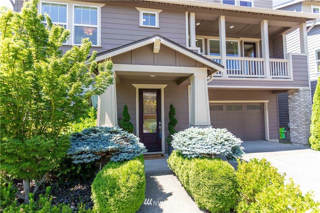 Photo of 9225 Jacobia Avenue SE, Snoqualmie, WA 98038 (MLS # 1794970)