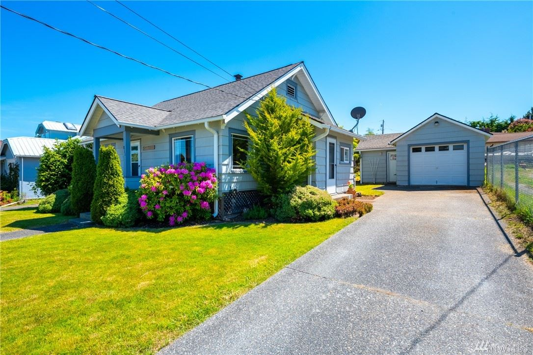 Photo of 811 37th St, Anacortes, WA 98221 (MLS # 1606972)