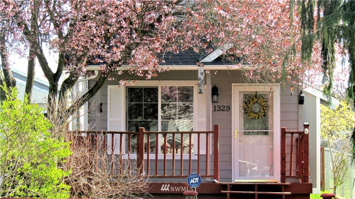 Photo of 1329 Maple Street, Everett, WA 98201 (MLS # 1770974)