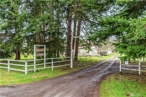 Photo of 340 W Sleeper Rd, Oak Harbor, WA 98277 (MLS # 1557975)