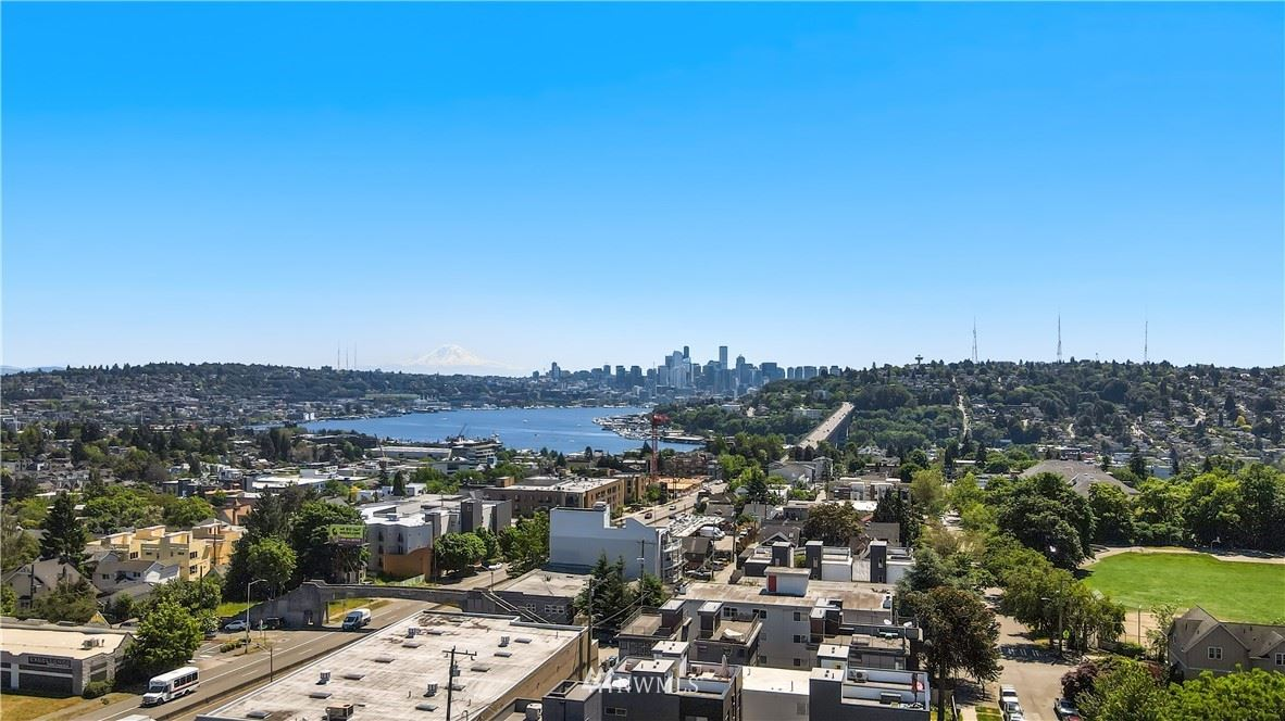Photo of 730 N 43rd Street, Seattle, WA 98103 (MLS # 1784977)