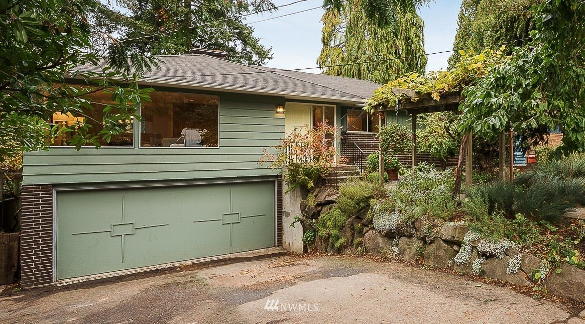 Photo of 9509 48th Avenue NE, Seattle, WA 98115 (MLS # 1682992)