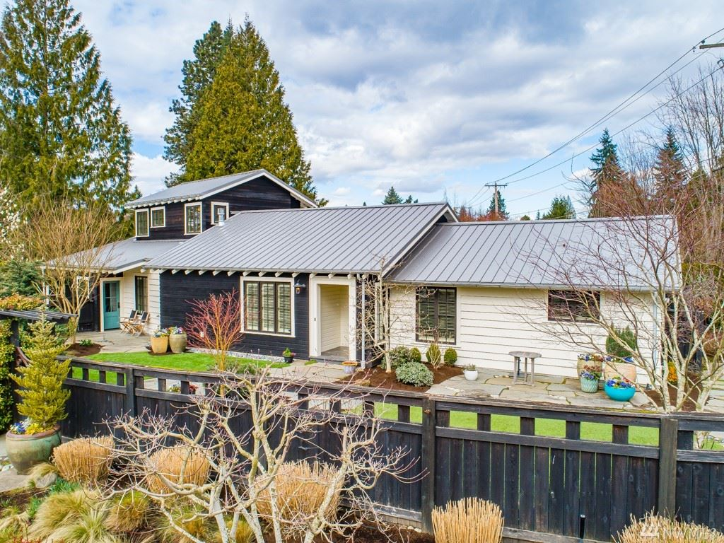 Photo of 3006 92 Place NE, Clyde Hill, WA 98004 (MLS # 1582993)