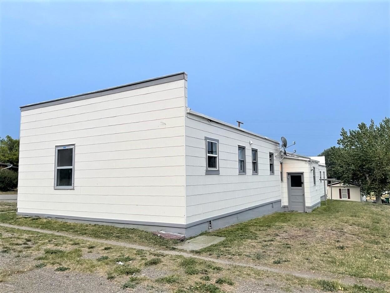 Photo of 18 2nd Avenue South, Cascade, MT 59421 (MLS # 22115516)