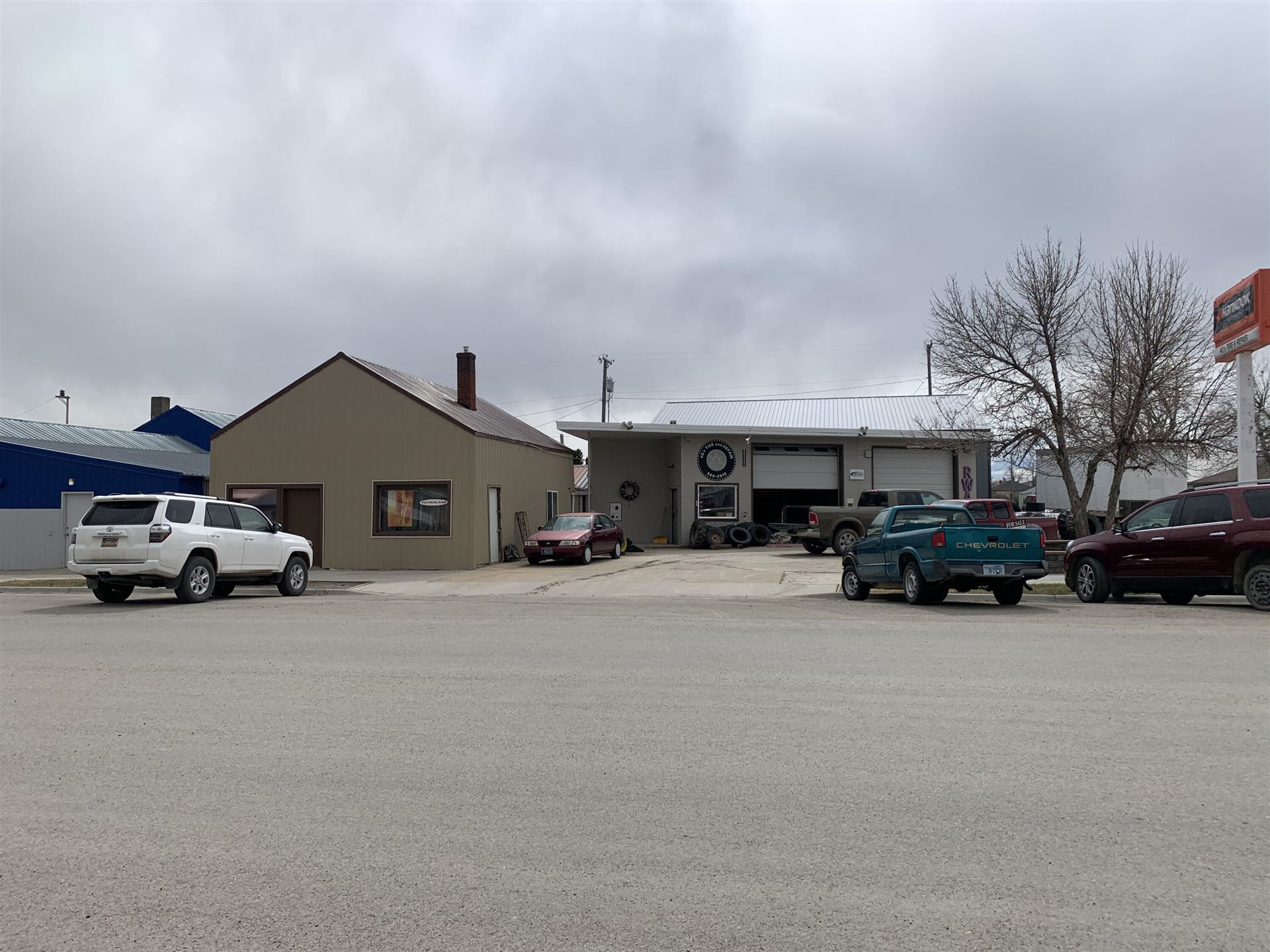 Photo of 118 Central Avenue, Standford, MT 59479 (MLS # 22104811)