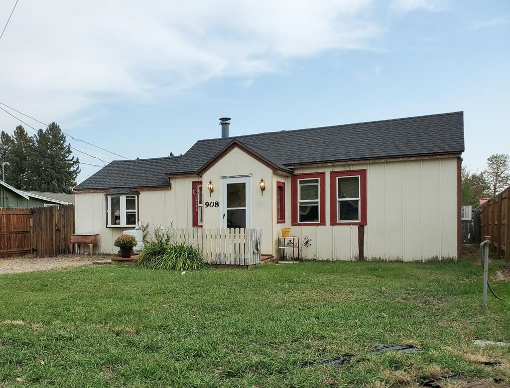 Photo of 908 19th St, Cody, WY 82414 (MLS # 10017405)
