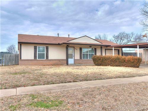 Photo of 605 N Ramblin Oaks Drive, Moore, OK 73160 (MLS # 941100)