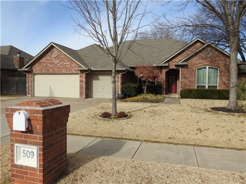Photo of 509 Sparrow Hawk, Edmond, OK 73003 (MLS # 892106)