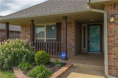 Photo of 17429 White Hawk Drive, Edmond, OK 73012 (MLS # 887127)