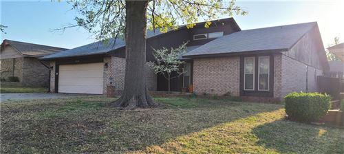 Photo of 9804 Honeysuckle Road, Oklahoma City, OK 73159 (MLS # 952178)
