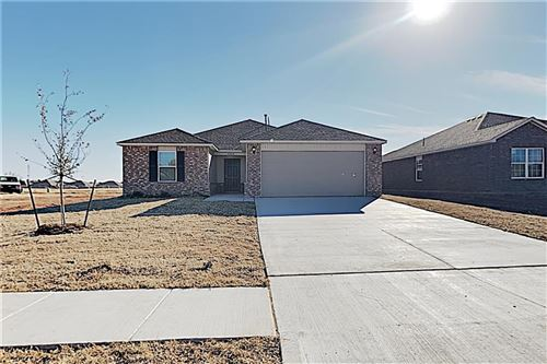 Photo of 2008 W Hunters Spring Way, Mustang, OK 73064 (MLS # 891324)