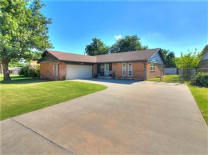 Photo of 725 Willow Run, Yukon, OK 73099 (MLS # 875389)