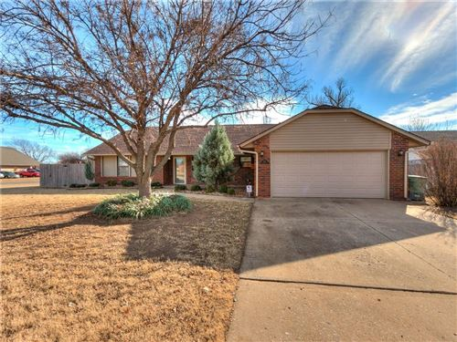 Photo of 902 W Gemini Road, Edmond, OK 73003 (MLS # 892405)