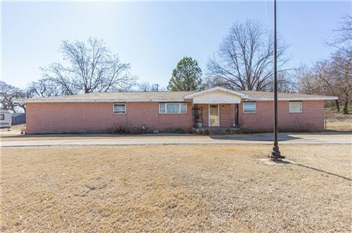 Photo of 905 W Parkview Drive, Maysville, OK 73057 (MLS # 892476)