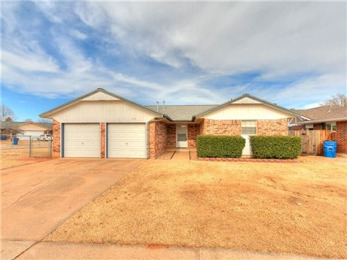 Photo of 717 W Hillcrest Drive, Mustang, OK 73064 (MLS # 891795)
