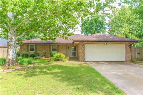 Photo of 720 Saint Charles Street, Moore, OK 73160 (MLS # 913984)
