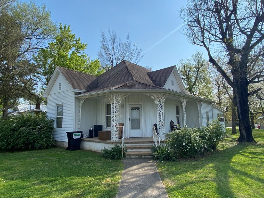 Photo of 405 Main Street, Sacramento, KY 42371 (MLS # 81198)