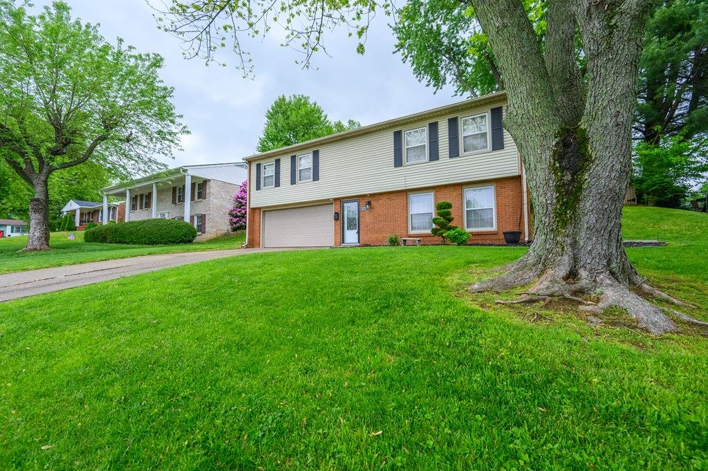 Photo of 2829 Asbury Place, Owensboro, KY 42303 (MLS # 81379)