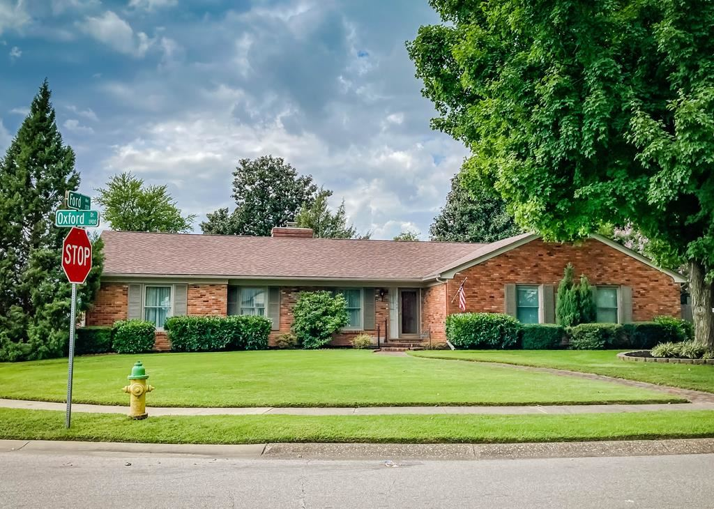 Photo of 1940 Oxford Dr, Owensboro, KY 42301 (MLS # 82490)