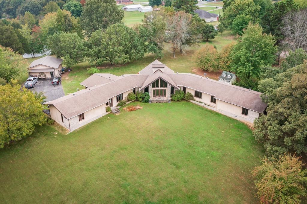 Photo of 412 Fox Hall Dr, Greenville, KY 42345 (MLS # 82604)