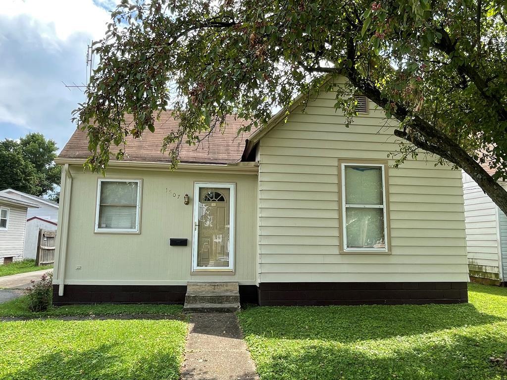 Photo of 1507 Center St, Owensboro, KY 42303 (MLS # 81630)