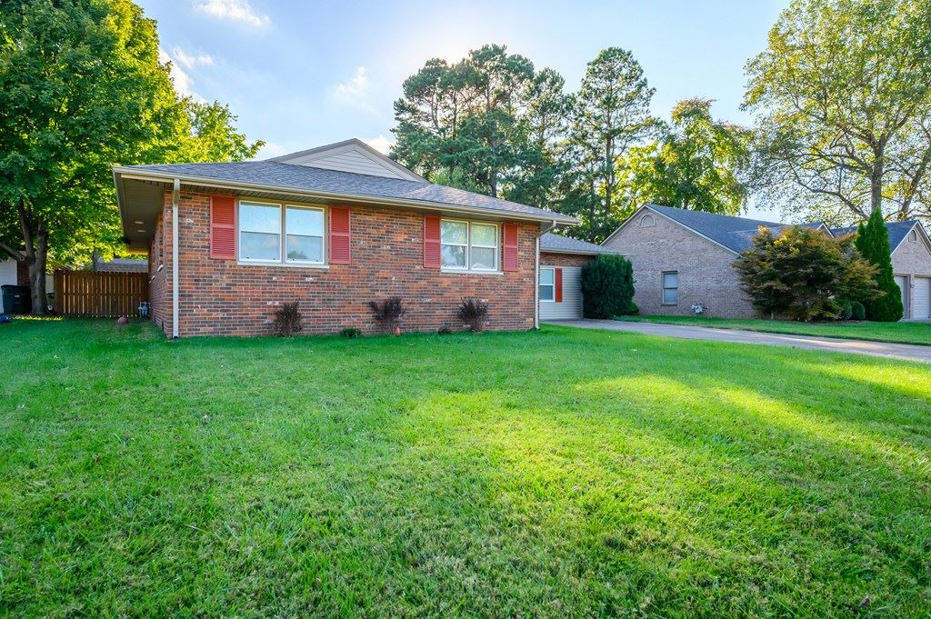 Photo of 808 Parkway Drive South, Owensboro, KY 42303 (MLS # 82676)