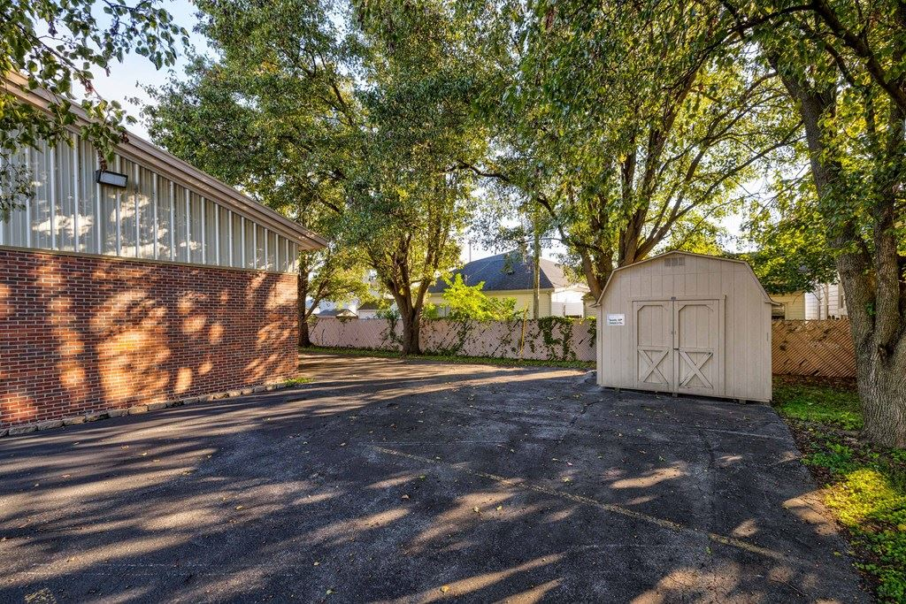 Photo of 400 East 4th Street, Owensboro, KY 42303 (MLS # 82705)