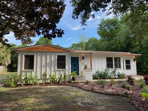 Photo of 433 FAIRPOINT DR, GULF BREEZE, FL 32561 (MLS # 576742)
