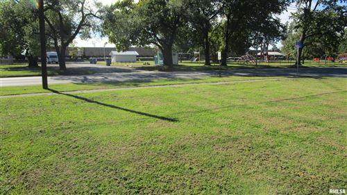 Photo of 905 E NORTH Avenue, Flora, IL 62839 (MLS # EB424060)