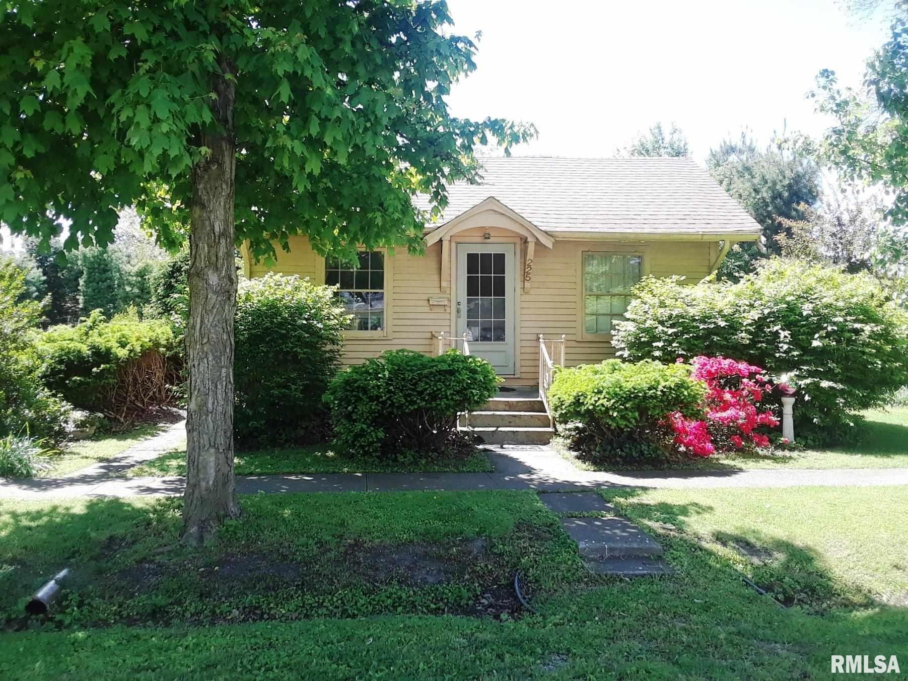 225 N SHERMAN, Girard, IL 62640 - MLS#: CA1007065