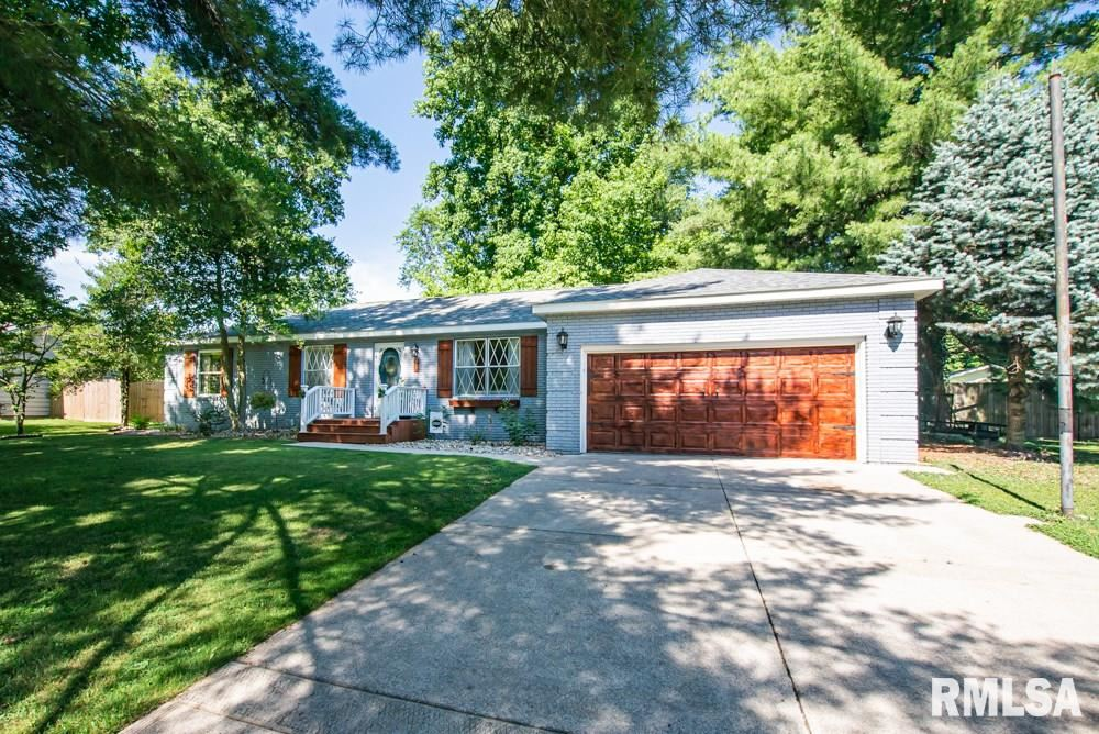 40 Edgewood Lane North Lane Centralia Il 62801 Mls Eb435156 Listing Information Real Living A Helper Real Estate Real Living Real Estate