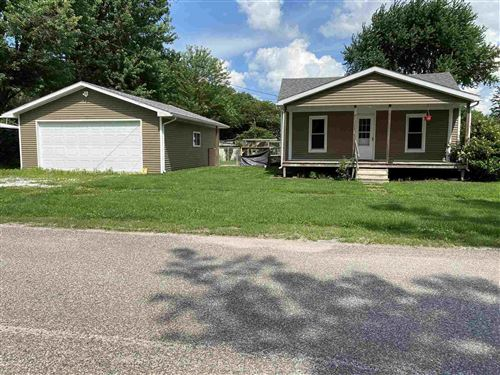 Photo of 231 S FAYETTE, Carthage, IL 62321 (MLS # QC4224474)