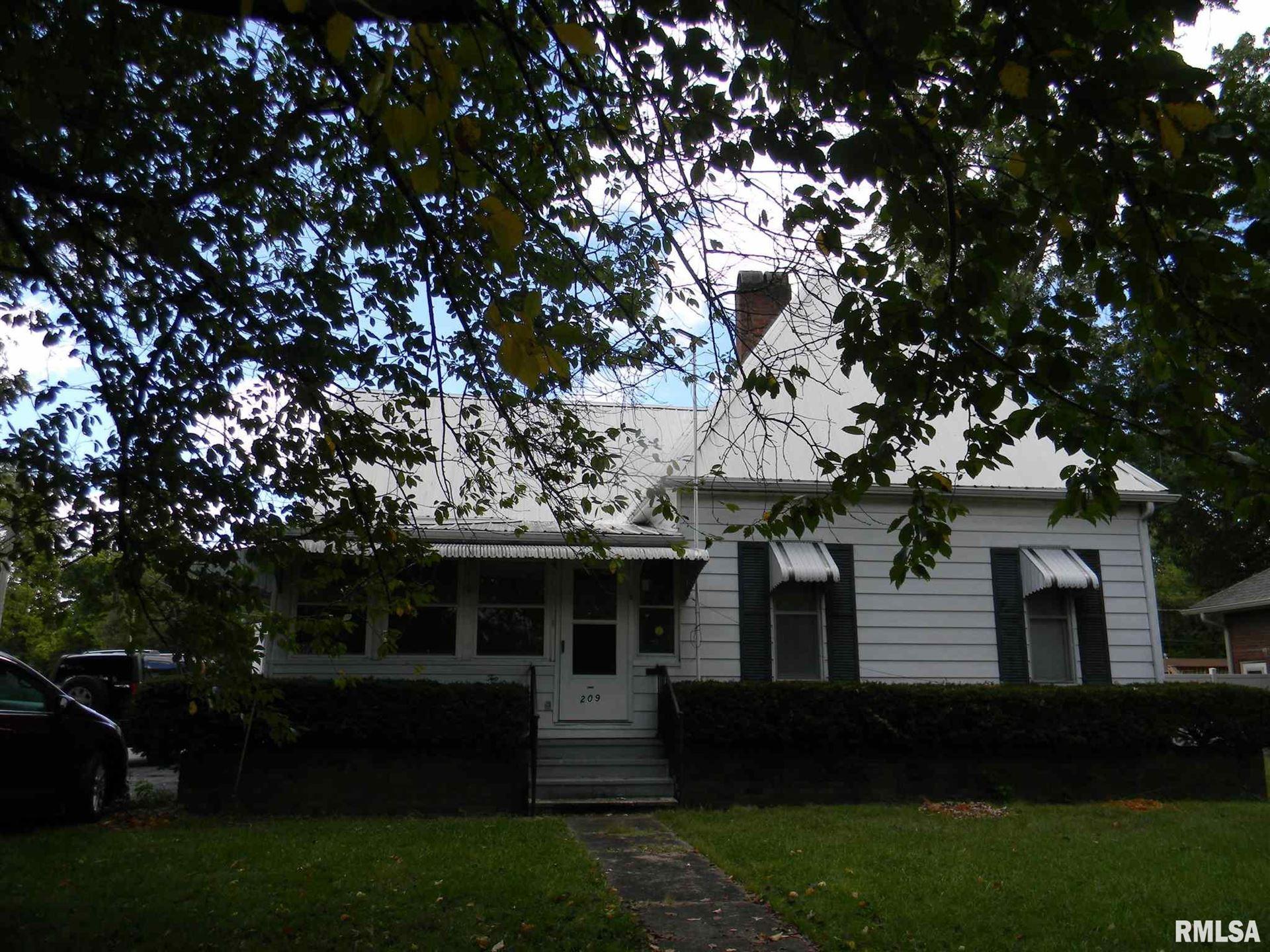 209 N MAPLE, Benton, IL 62812 - MLS#: EB441611