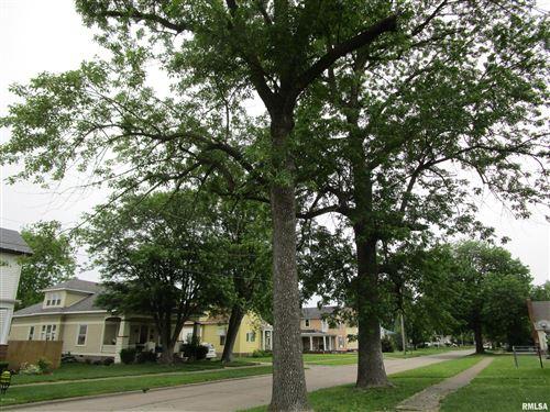Photo of 302 E 2ND Street, Flora, IL 62839 (MLS # EB420689)