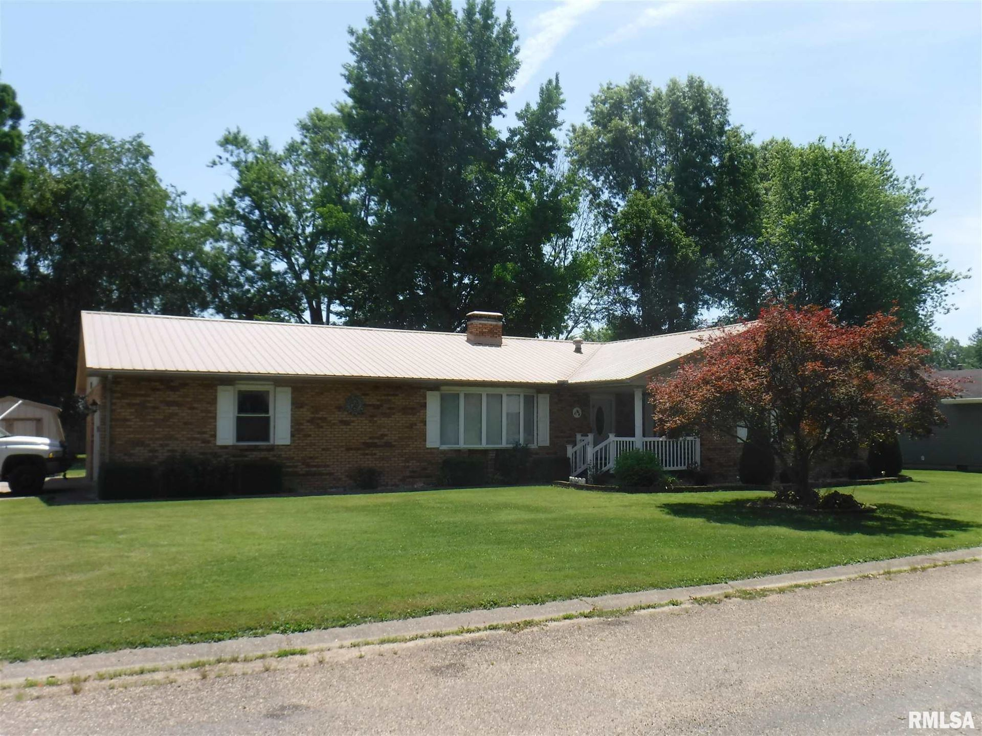 302 Country Club Estates Drive, Salem, IL 62881 - MLS#: EB434926