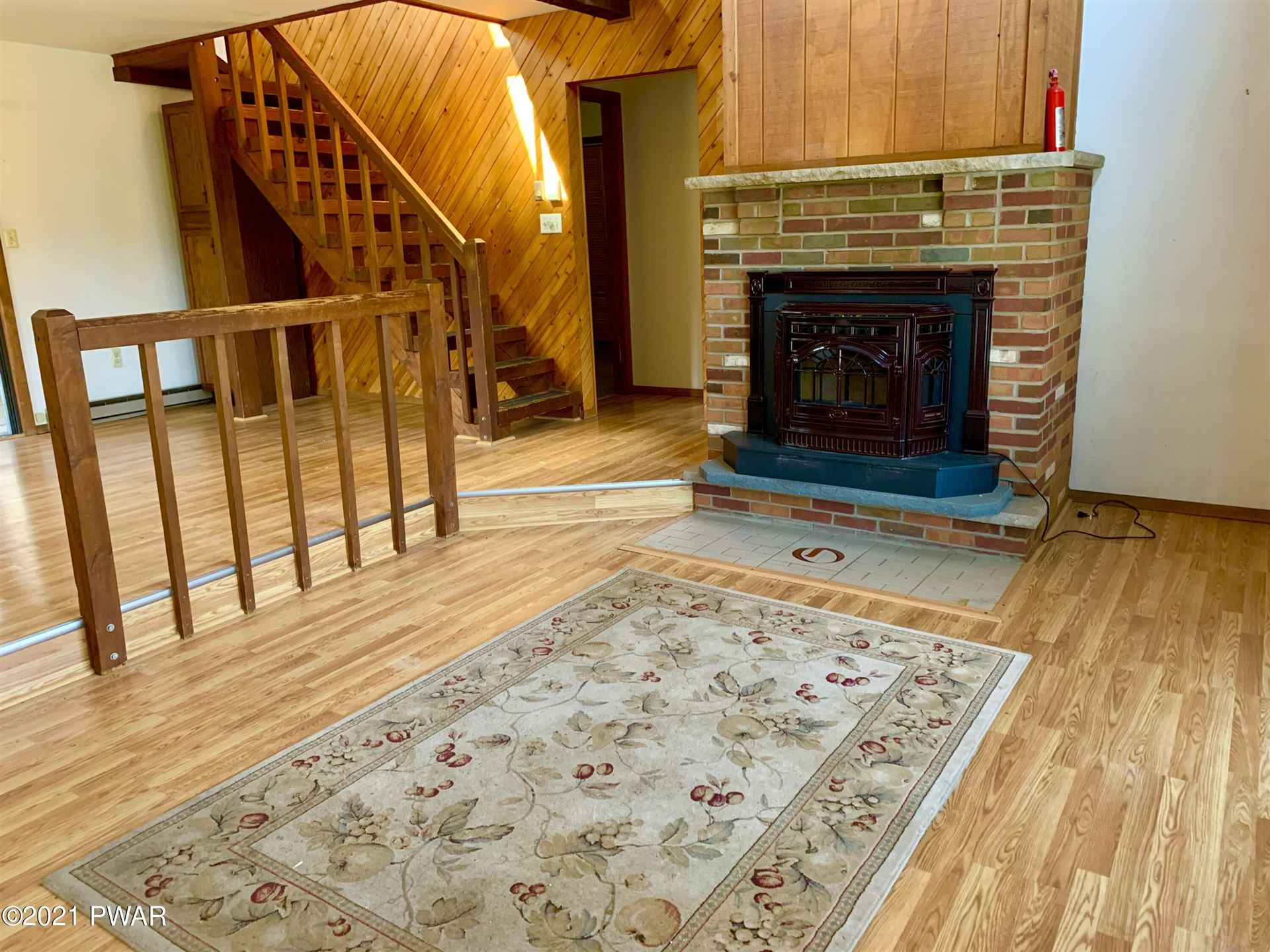 Photo of 120 Game Trail Dr, Dingmans Ferry, PA 18328 (MLS # 21-1057)