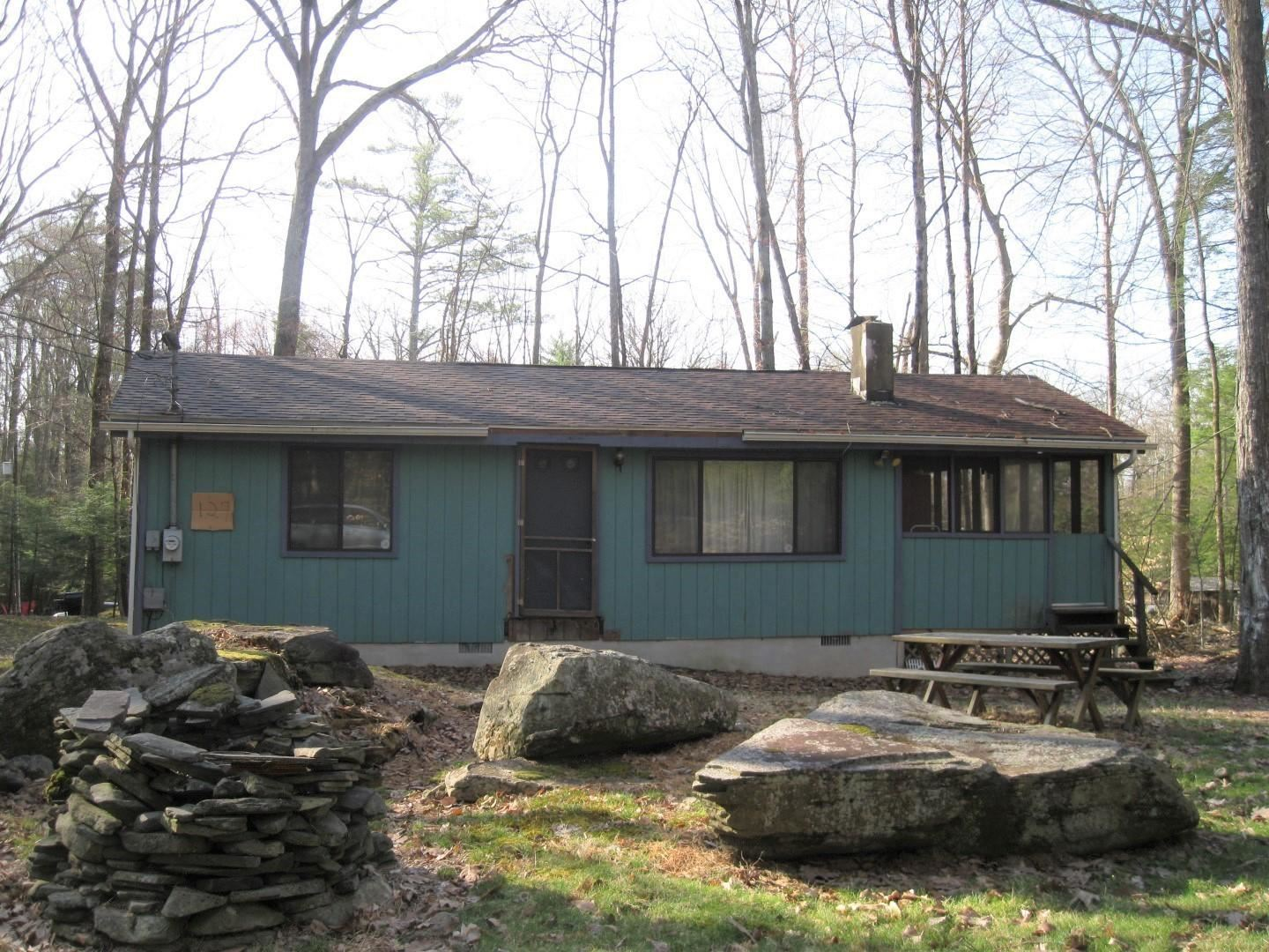Photo of 127 Pine Hill Dr, Lakeville, PA 18438 (MLS # 21-1116)