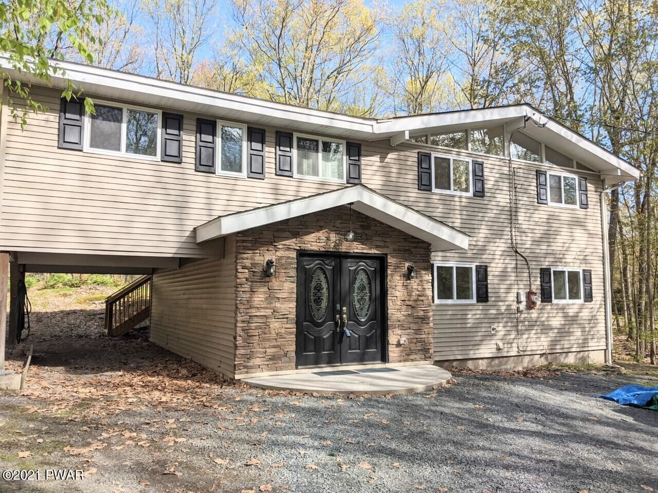 Photo of 102 Bluestone Dr, Lords Valley, PA 18428 (MLS # 21-2201)