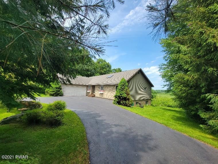 Photo of 801 White Oak Dr, Forest City, PA 18421 (MLS # 21-2237)