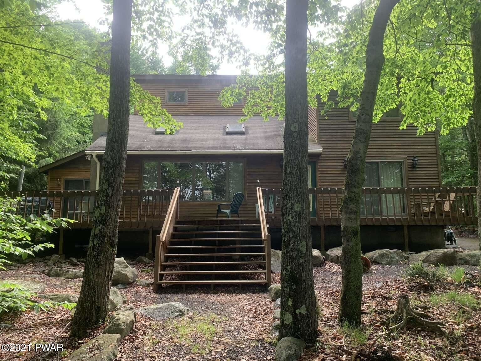 Photo of 35 Lakeview Timbers Dr, Gouldsboro, PA 18424 (MLS # 21-2291)